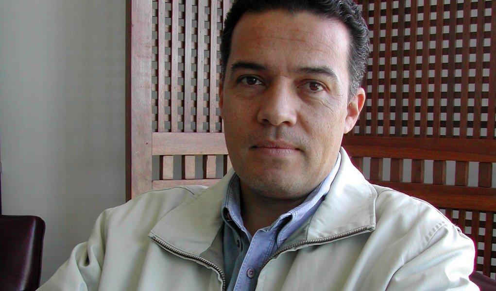 """Em nota, o Conselho Universitário da UFMG, presidido por Jaime Arturo Ramírez, manifestou-se contrariamente à PEC 241, argumentando que, para as instituições públicas de ensino superior, os seus efeitos """"serão desastrosos""""; """"A aprovação da PEC 241 implicará a diminuição dos recursos públicos e, consequentemente, o recuo na política de expansão e melhoria da qualidade do ensino superior nas instituições, afetando o ensino, a pesquisa e a extensão, bem como a permanência de número significativo de jovens, oriundos da escola pública e de grupos tradicionalmente marginalizados na sociedade"""", disse a entidade; leia íntegra"""