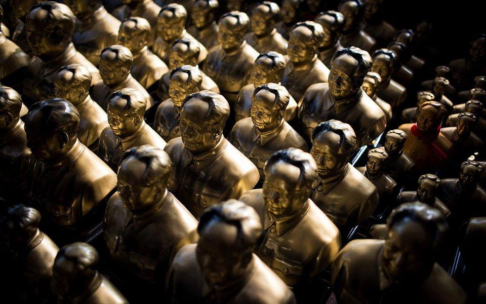 Meio século depois, a China ainda não digeriu a Revolução Cultural, assuntodo qual pouco se fala na imprensa, a não ser por chavões e meias palavras. Mas o autor do artigo, o jornalista chinês Cau Xishun, deixa claro a aversão atual do país ao culto da personalidade e aos governantes personalistas.