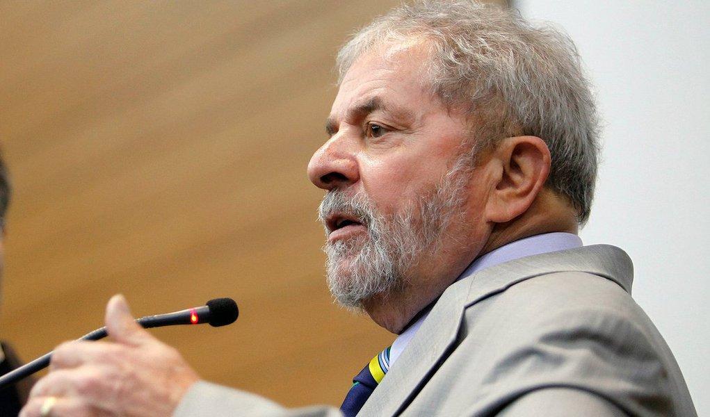"""Ex-presidente é alvo de investigações que apuram seu suposto envolvimento no esquema de desvios de recursos na Petrobras; uma das hipóteses investigativas é que Lula """"tinha ciência do esquema criminoso engendrado em desfavor da Petrobras, e também de que recebeu, direta e indiretamente, vantagens indevidas decorrentes dessa estrutura delituosa"""", sustenta o MPF;Lula é alvo de ao menos 10 procedimentos requeridos pelo MPF e pela Polícia Federal (PF) em Curitiba; ex-presidente nega as acusações"""