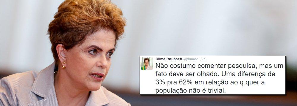 """A presidente eleita Dilma Rousseff comentou nesta manhã, em entrevista à Rádio Pampa, do Rio Grande do Sul, a fraude na elaboração da pesquisa Datafolha e principalmente na divulgação dos resultados no fim de semana, que apontou que 50% da população brasileira queria a permanência de Michel Temer no poder, o que é falso; """"Não costumo comentar pesquisa, mas um fato deve ser olhado. Uma diferença de 3% pra 62% em relação ao que quer a população não é trivial"""", disse Dilma, sobre o percentual que defende novas eleições – o primeiro foi o divulgado pelo jornal e o segundo foi o que a pesquisa efetivamente identificou nas respostas dos entrevistados; """"Não é um descuido, o que é lamentável, porque todo mundo tinha em alta conta esse instituto de pesquisa"""", acrescentou a presidente"""