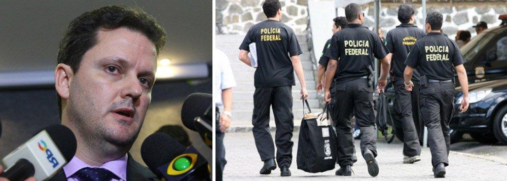 """Delegado da Polícia Federal Igor Romário de Paula, coordenador da Lava Jato, negou que a força-tarefa da operação esteja passando por um processo de desmonte, após a dispensa de dois delegados envolvidos com as investigações; """"Em momento algum sofremos qualquer tipo de pressão interna ou externa em função da substituição desse ou dequele delegado"""", disse; """"A operação Lava Jato não sofrerá qualquer prejuízo em seus trabalhos investigativos e operacionais"""", acrescentou"""