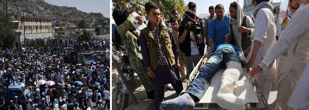 Homens-bomba atacaram uma grande manifestação de membros da minoria hazara do Afeganistão em Cabul no sábado, matando pelo menos 80 pessoas e ferindo 231, segundo as autoridades; grande parte do centro da cidade tinha sido fechada com pilhas de contêineres e outros obstáculos, conforme a marcha começava mais cedo no sábado, e a segurança havia sido reforçada com helicópteros; não houve reivindicação imediata de responsabilidade pelo ataque