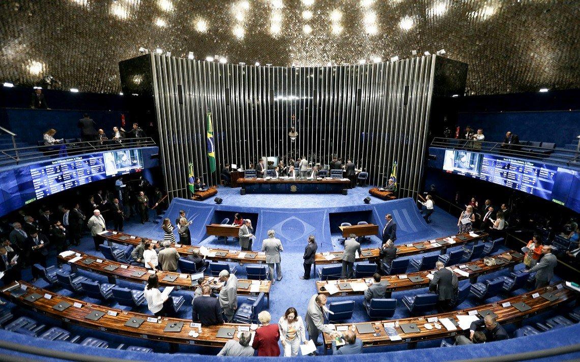 """Fernando Gonzaga Jayme e Renato Nascimento Pena avaliam que o processo de impeachment de Dilma Rousseff,""""dividindo a decisão do impeachment em duas votações é tão grave que causa nulidade absoluta da decisão proferida pelo Senado""""; """"A primeira questão a considerar é que a divisão do julgamento em dois quesitos não guarda correspondência com o texto constitucional"""", diz o texto; segundo a análise, """"a sociedade brasileira, portanto, tem no Supremo Tribunal Federal a esperança"""" resgatar a Democracia"""