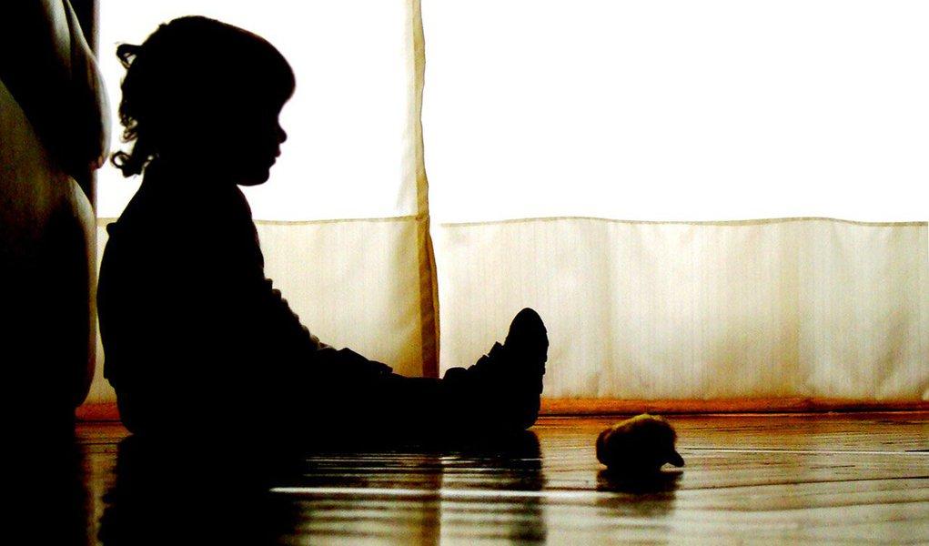 Um bebê de 1 ano e meiofoi submetida a exames que comprovaram o estupro, ocorrido em um matagal na cidade de Pedro II, Norte do Piauí; a equipe médica do Serviço de Atenção a Mulheres Vítimas de Violência Sexual (Sanvis) disse que a menina passou por cirurgia para reconstrução da vagina; adelegada que investiga o estupro, Camila Miranda, solicitará à Justiça a quebra do sigilo telefônico da tia da menina, que recebeu uma ligação de número oculto horas antes da sobrinha ser encontrada.