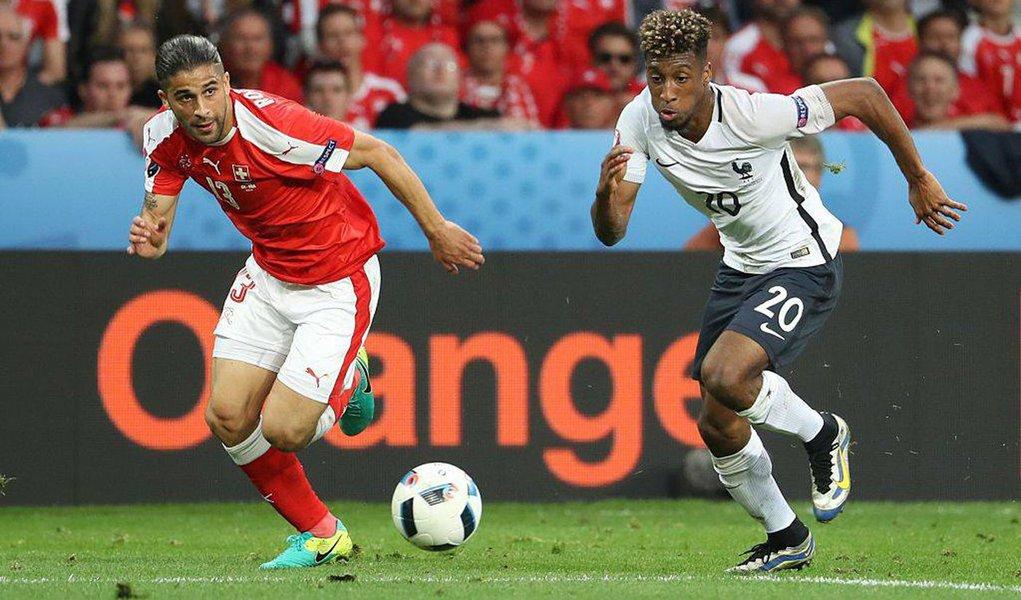 Suíça se juntou à França nas oitavas de final da Euro 2016 ao segurar um empate por 0 x 0 com os anfitriões do torneio no último jogo das duas equipes pelo Grupo A, neste domingo (20); Albânia e Romênia fizeram a outra partida da chave, com vitória albanesa por 1 x 0