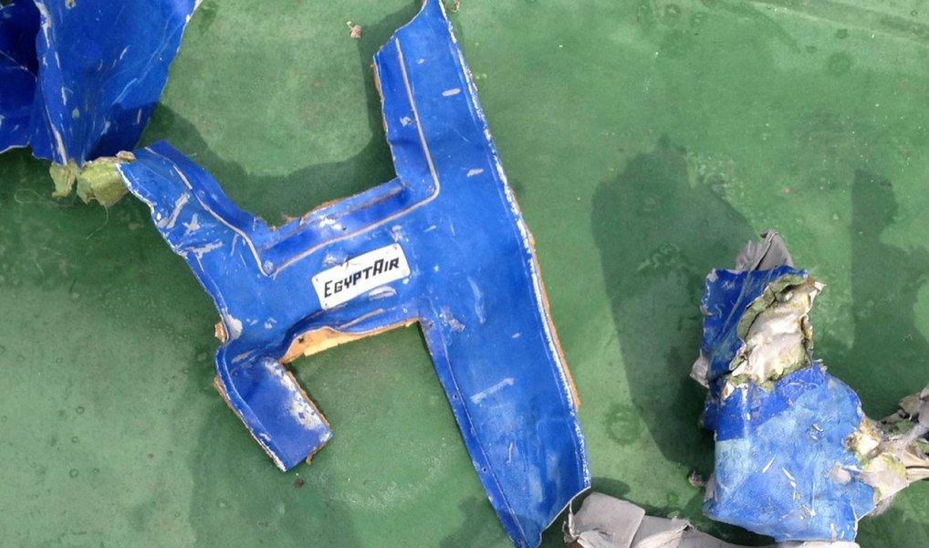 Um comitê do Egito que investiga a queda do voo MS804 no mês passado no mar Mediterrâneo fez o anúncio um dia depois de equipes de busca terem encontrado o gravador de voz da cabine, um progresso para os investigadores que tentam explicar o motivo do acidente com a aeronave, que matou todas as 66 pessoas a bordo