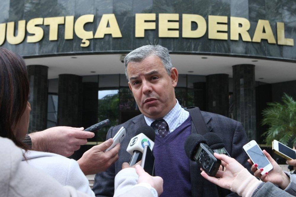 """Advogado de 20 delatores na Operação Lava Jato, Figueiredo Basto defende que a agenda política do Brasil não pode ser pautada pela operação; """"A operação é fundamental para esclarecer crimes. Mas uma coisa é investigar corruptos, outra é influenciar a atividade política do Estado"""""""