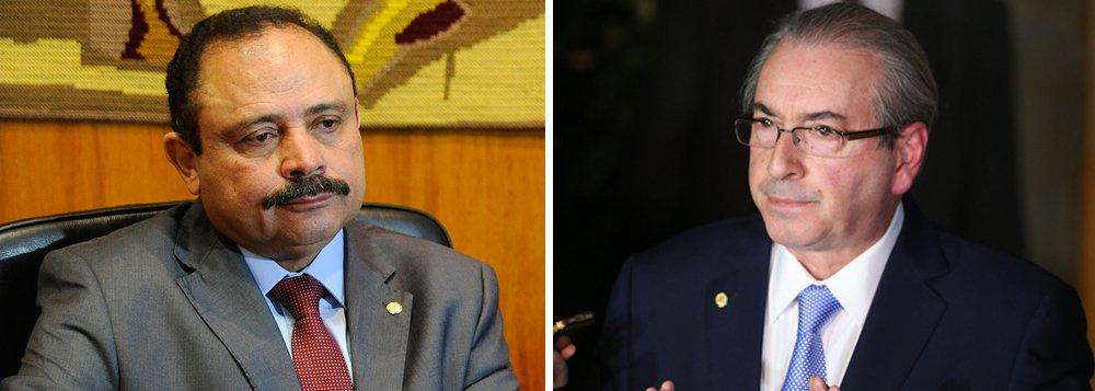 """Durante reunião com líderes de partidos, o presidente interino da Câmara, deputado Waldir Maranhão (PP-MA), disse que pretende retirar a consulta feita à Comissão de Constituição e Justiça (CCJ) que pode aliviar a pena e até livrar o deputado afastado Eduardo Cunha (PMDB-RJ) da cassação; """"Ele disse que vai tirar a consulta. Mas quero ver para crer. Só quero falar sobre isso quando eu vir essa decisão assinada"""", afirmou um líder da base aliada; avaliação de Maranhão é que Cunha dificilmente escapará da cassação"""