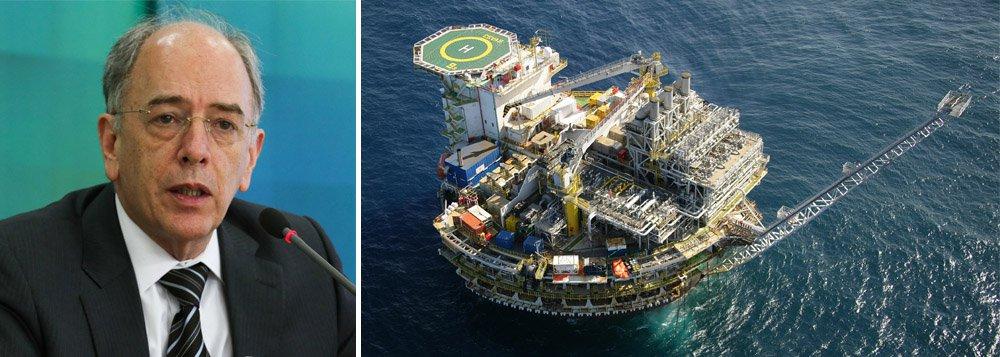 """Jornalista Fernando Brito diz que """"há provas"""" de que a nova diretoria da Petrobras está """"roubando a oportunidade de milhares de trabalhadores brasileiros demitidos da indústria naval de voltarem a trabalhar"""", com a decisão de comprar do exterior uma nova plataforma de produção de petróleo, como pediu Pedro Parente à ANP"""