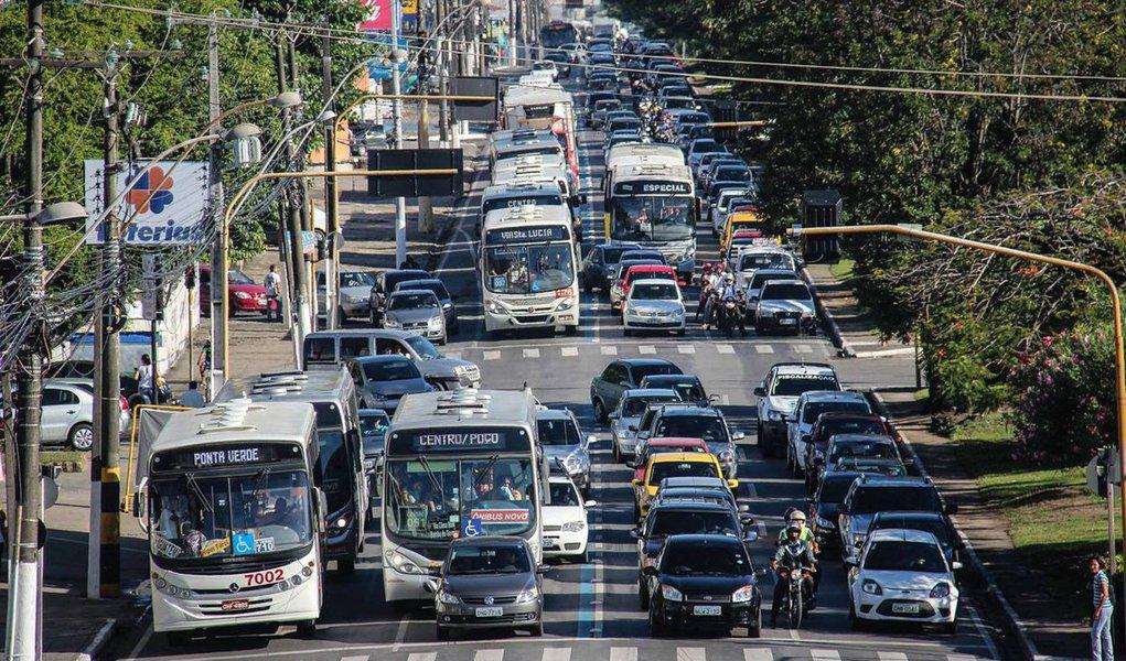 De acordo com o aplicativo de localização geográfica, Waze, Maceió é a pior cidade para dirigir um veículo; índice de satisfação do motorista é divulgado anualmente e elenca os melhores países e cidades do mundo para se dirigir, de acordo com seus usuários; cidade mais bem colocada no Brasil é Volta Redonda (RJ) e a capital melhor avaliada é Brasília (DF)