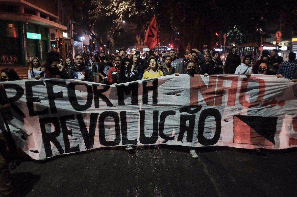 O movimento dos estudantes secundaristas paranaenses realmente está sendo exemplo de resistência não só à PEC 241, mas principalmente à medida provisória de reforma do Ensino Médio. Eu fico bem orgulhosa com isso