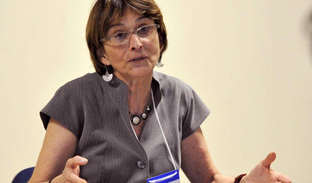"""Alerta foi feito pela presidente da Sociedade Brasileira para o Progresso da Ciência (SBPC), Helena Nader; """"Viramos um player importante na ciência mundial. Agora vamos começar a recuar"""", diz; Para ela, a PEC 241 vai congelar """"o pior cenário da ciência nacional dos últimos anos""""; para se ter uma ideia, o orçamento federal para a ciência brasileira neste ano é de R$ 4,6 bilhões, cerca de 40% menos do que montante investido pelo governo em 2013 (R$ 7,9 bilhões), desconsiderando perdas pela inflação; """"Reduzir os investimentos públicos em educação, ciência, tecnologia e inovação vai na contramão dos objetivos de se efetivamente tirar o Brasil da crise"""", defende a entidade"""