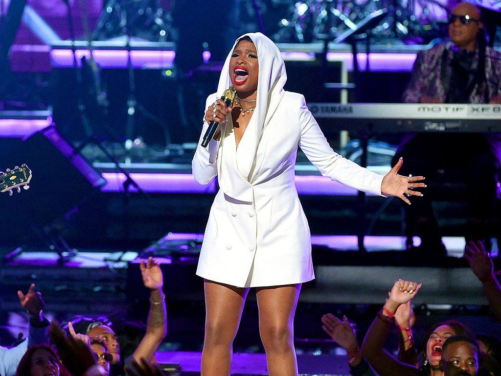 Um grande rol de celebridades prestou homenagem a Prince na premiação Black Entertainment Television, na noite de domingo, com uma série de apresentações dedicadas ao cantor norte-americano que morreu em abril, e o veterano ator Samuel L. Jackson recebeu um prêmio pelo conjunto de sua obra