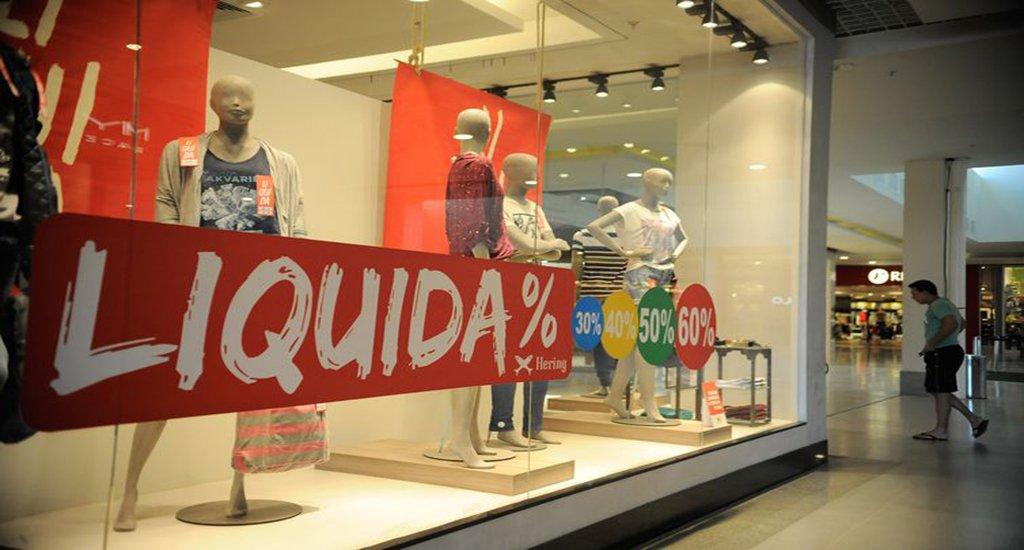 Itaboraí (RJ) - Loja do shopping Itaboraí Plaza em liquidação. O desemprego aumentou após a redução das obras do Comperj (Tânia Rêgo/Agência Brasil)