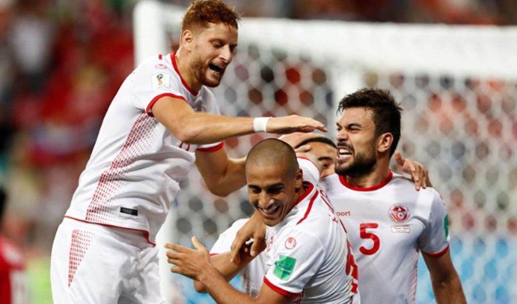 Wahbi Khazri participou do primeiro gol e marcou o segundo para dar à seleção da Tunísia sua primeira vitória em Copa do Mundo em 40 anos, com os 2 x 1 sobre o Panamá no último jogo do Grupo G, nesta quinta-feira