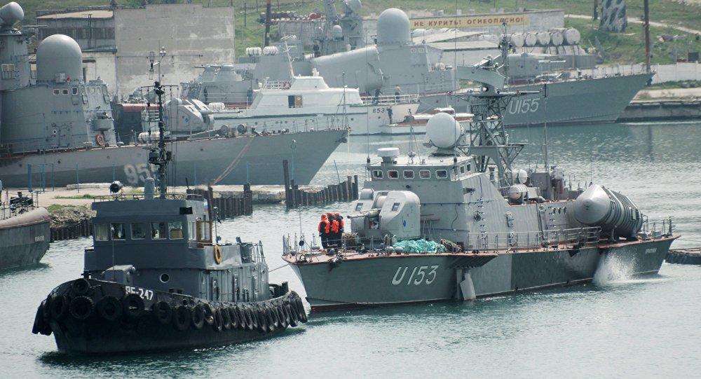 A Marinha da Ucrânia realizou exercícios no território da região de Kherson, perto da fronteira com a Península da Crimeia, segundo informou a Marinha da Ucrânia por meio de mensagem publicada no Facebook na quarta-feira (27)