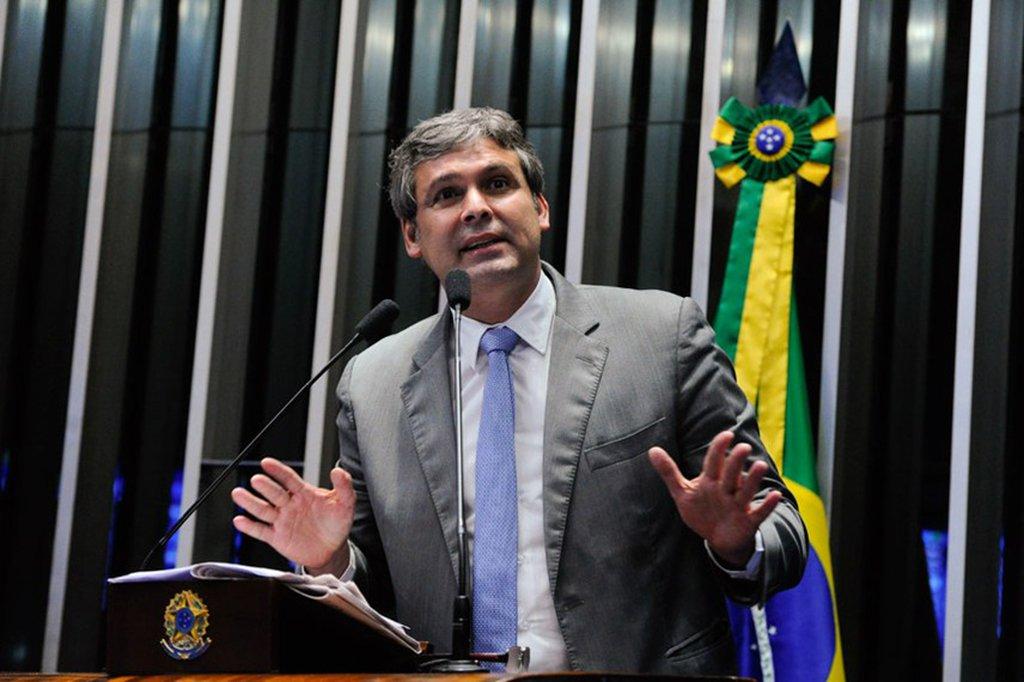 """O senador Lindbergh Farias (PT-RJ) disse que há maioria na segunda turma do STF para revogar prisão após segunda instância e denunciou """"todo tipo de armação, para impedir que o Supremo decida, comandados pela Rede Globo"""""""