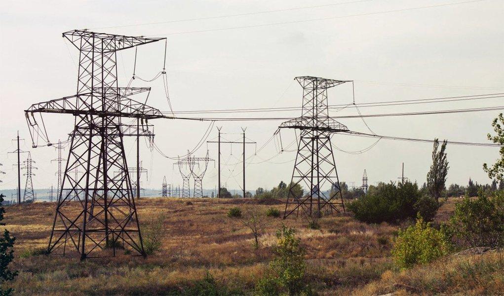 Uma decisão judicial suspendeu o início de um leilão de concessões para a construção e futura operação de linhas de transmissão de energia a ser realizado pelo governo e pela Agência Nacional de Energia Elétrica (Aneel) nesta quinta-feira (28); no leilão, serão negociados 20 lotes de linhas de transmissão de energia, com expectativa de até R$ 6 bilhões em investimentos