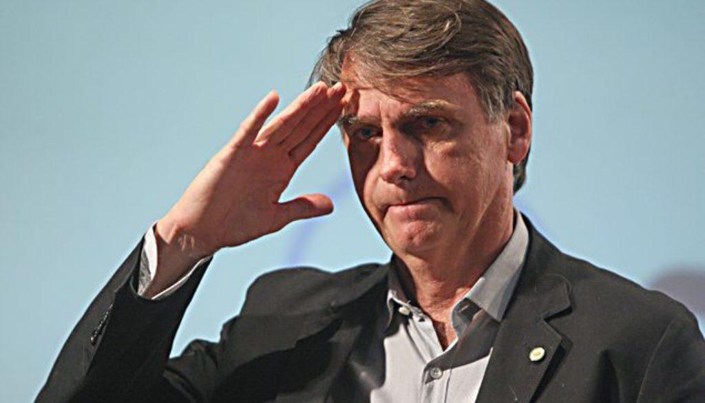 O pré-candidato do PSL, Jair Bolsonaro, também estará hoje em Fortaleza. Bolsonaro desembarca na capital cearense por volta de meio-dia e participa de um evento restrito a apoiadores, no Hotel Praia Centro, às 19 horas