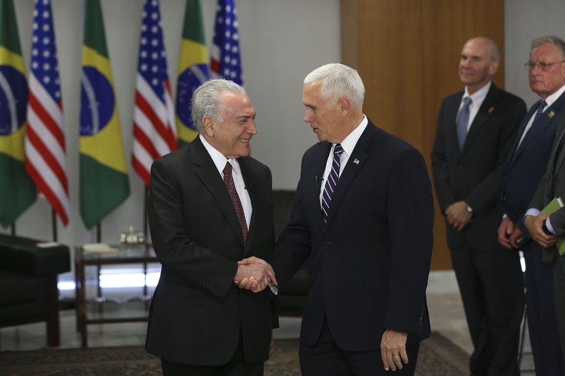 O vice-presidente americano Mike Pence tratou Michel Temer como um assessor; em pleno escândalo humanitário e diplomático de manter 51 crianças brasileiras detidas nos EUA, Pence 'cobrou' de Temer uma solução para a 'crise migratória' no continente e pressionou o emedebista a isolar a Venezuela