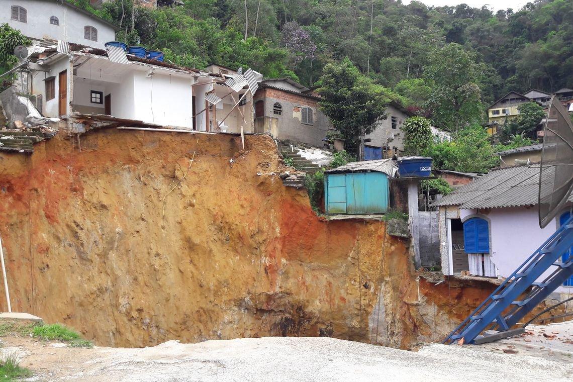 Pesquisa do IBGE mostra que 8,27 milhões de brasileiros vivem em áreas de risco em 872 municípios do País; essas pessoas moram em 2,47 milhões de domicílios; com o uso de metologia inédita, pesquisadores cruzaram dados do Censo Demográfico de 2010 com informações do Cemaden