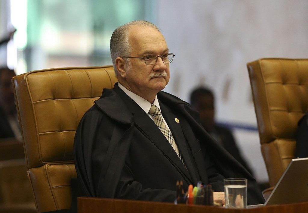 Brasília - O ministro Luiz Edson Fachin durante sessão plenária extraordinária no STF. Esta é a última sessão antes das férias forenses dos ministros (José Cruz/Agência Brasil)