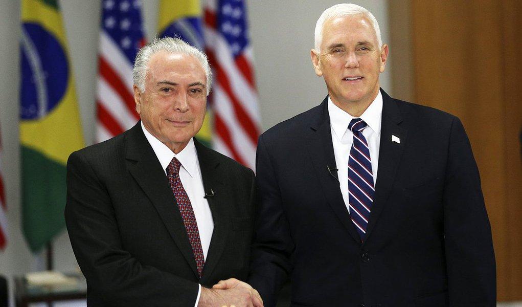 """""""Como um submisso cachorrinho, o Brasil fez de tudo para agradar seu novo dono"""", avalia Marcelo Zero, sociólogo e especialista em Relações Internacionais; para ele, o vice-presidente dos EUA, Mike Pence, """"visitou-nos para nos esculachar"""" e o governo do golpe,que """"esperava algum reconhecimento"""", """"absorveu o esculacho em solo pátrio com a resignação de vira-lata chutado. Não emitiu sequer um ganido"""""""