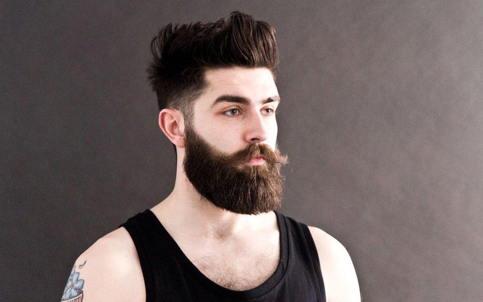 Por que os homens deixam crescer barba e bigode? Certamente não para agradar a parceira - as mulheres não são grandes apreciadoras desses adornos faciais masculinos -, mas para parecerem mais dominantes e agressivos frente aos outros machos com quem precisam competir. Trata-se, no fundo, de uma forma de seleção sexual secundária.