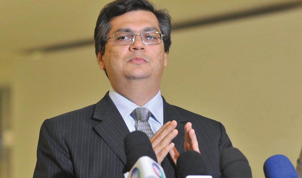 """O governador Flávio Dino (PC do B) minimizou o resultado da comissão especial do impeachment a favor do afastamento da presidente Dilma Rousseff; """"O impeachment não alcançou 2/3 nem na comissão. Quem conhece a Câmara sabe que no plenário mesmo é que não alcançará"""", afirmou; foram 38 votos a favor do impeachment e 27 votos contrários"""