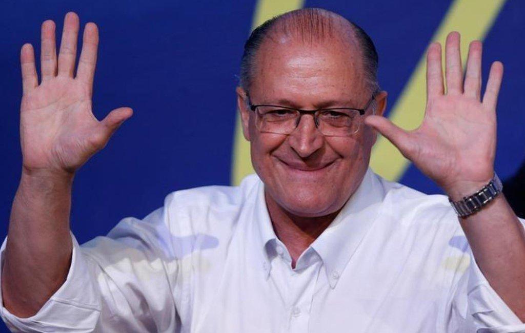 O presidenciável do PSDB deve deixar para os últimos dias do calendário eleitoral a realização da convenção que oficializará o lançamento de sua candidatura. Por enquanto, o dia 28 está sendo apontado como o mais provável; Alckmin tenta fechar apoio do DEM, mas ainda patina nas pesquisas