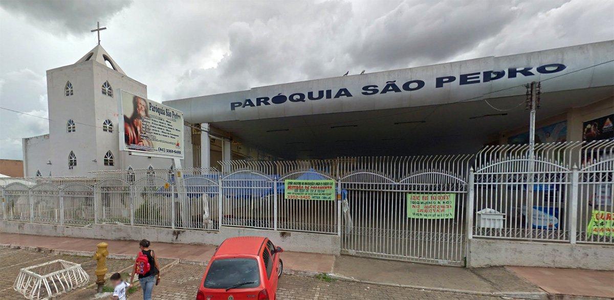 A Paróquia São Pedro, no Distrito Federal, citada na 28° fase da Operação Lava Jato por ter recebido R$ 350 mil da construtora OAS, também obteve doações das construtoras Andrade Gutierrez e Via Engenharia; em nota, o padre Moacir Anastácio de Carvalho, responsável pela igreja, diz que, em maio de 2014, a Paróquia São Pedro recebeu um depósito de R$ 350 mil da OAS por intermédio de Gim Argello, que é frequentador da igreja e foi preso na 28° fase da Lava Jato