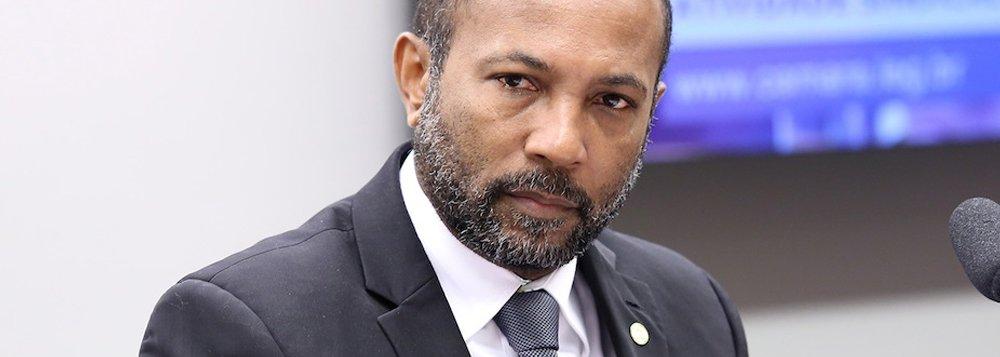 """Alvo de ataques fascistas, o deputado federal baiano do PSB Bebeto Galvão explicou em nota à imprensa por que é contra o pedido de impeachment da presidente Dilma Rousseff, e lamenta que seu partido esteja """"obrigando"""" os parlamentares a votar a favor do golpe; Bebeto afirma que suas """"convicções"""" e suas """"bases"""" não permitem que ele compactue com a tentativa de derrubar uma presidente da República eleita de forma legítima pelo povo"""
