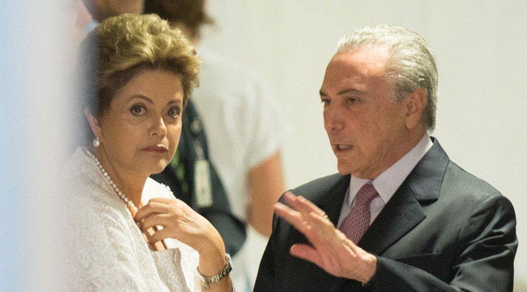 """""""Um governo Temer, ao contrário do que diz, não significaria o fim da crise, mas seu aprofundamento e prolongação"""", diz o cientista social e colunista do 247 Emir Sader; segundo ele, o vice, caso empossado, """"teria que apelar para medidas repressivas em todos os planos, ao mesmo tempo que teria que tomar decisões que libertassem seus principais dirigentes dos graves processos de corrupção""""; """"Tendo a seu lado Lula, Dilma se propõe a um novo governo, que é a única via hoje para terminar com a crise. Propor um pacto nacional de retomada do crescimento econômico com distribuição de renda, que dê início a um verdadeiro processo de reconstrução do país"""", diz ainda"""