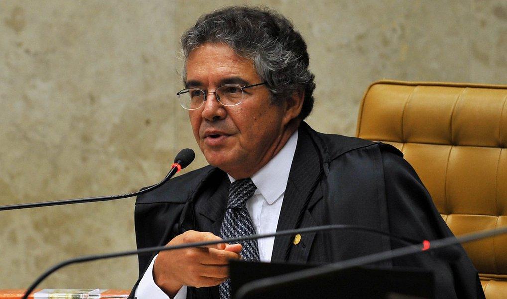 O ministro do Supremo Tribunal Federal (STF) Marco Aurélio negou nesta segunda (25) pedido de instalação imediata de processo de impeachment do vice-presidente Michel Temer; apesar de ter determinado a abertura do processo, em decisão anunciada no mês passado, o ministro entendeu que o presidente da Câmara dos Deputados, Eduardo Cunha, não está protelando o andamento do caso, pelo fato de a comissão especial do processo não ter sido instalada