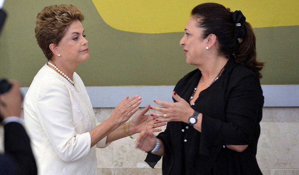 A ministra da Agricultura, Kátia Abreu, anunciou que a presidente Dilma Rousseff (PT) vai participar, em Palmas, da inauguração do Centro de Pesquisa Embrapa Aquicultura e Pesca Nacional, obra viabilizada com recursos federais da ordem de R$ 85 milhões; no mesmo dia, sexta-feira, 6 de maio, a Comissão do Senado vota relatório que decide se a presidente será afastada, ou não, do cargo pelo período de 180 dias