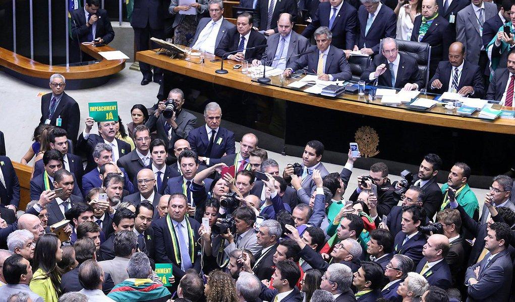 A bancada federal de Alagoas deus seis votos a favor do impeachment da presidente Dilma Rousseff (PT); os deputados JHC (PSB), Pedro Vilela (PSDB), Cícero Almeida (PMDB), Marx Beltrão (PMDB), Arthur Lira (PP) e Maurício Quintella (PR) voltaram a favor da admissibilidade do processo na Câmara