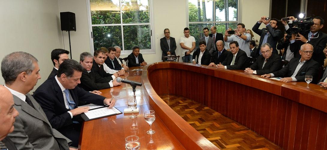 Governador na Assinatura de Protocolo de Intenções entre Governo do estado de Goiás e as empresas Zotye Motors Brasil Ltda., Electro M