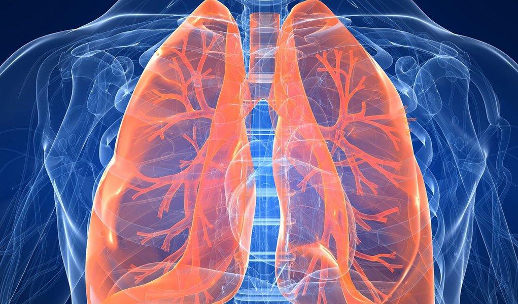 Sentir falta de ar e fadiga durante a realização de atividades diárias, como subir escadas, pode ser um indício da hipertensão pulmonar tromboembólica crônica (HPTEC), doença incapacitante e que é desconhecida por 76% dos brasileiros, como revela pesquisa inédita realizada pela ABRAF (Associação Brasileira de Amigos e Familiares de Portadores de Hipertensão Pulmonar); pouco conhecida, a hipertensão pulmonar acomete os pulmões e o coração, em que a pressão do sangue nas artérias pulmonares torna-se acima do normal, sobrecarregando o coração, podendo levar à insuficiência cardíaca e até mesmo à morte; conheça mais sobre a doença e como tratá-la