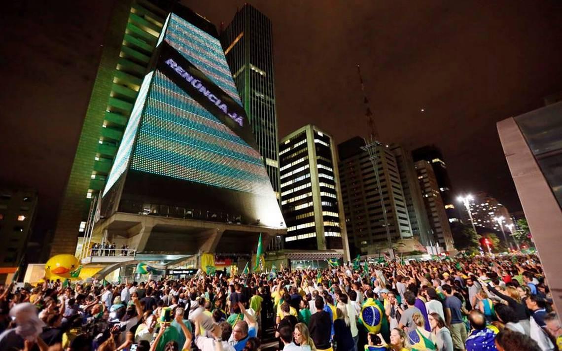 """""""Por oito votos a três, o STF decidiu no ano passado que as doações de empresas às campanhas eleitorais são inconstitucionais. Representam, disseram alguns dos oito que votaram na tese da OAB, uma indevida interferência do poder econômico no funcionamento da democracia. E o que dizer então da poderosa campanha do empresariado organizado a favor da derrubada da presidente Dilma Rousseff através de um processo golpista travestido de impeachment?"""", questiona a jornalista Tereza Cruvinel, colunista do 247"""