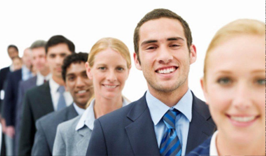 """Mais do que clientes, uma empresa que visa causar impacto precisa de """"seguidores"""", pessoas que acreditem e compartilhem dos seus valores e façam questão de mostrar para o mundo com orgulho que usam o seu produto ou serviço; um das três dicas para driblar este cenário é encontrar um público carente; não procure competir para """"roubar clientes felizes"""", ao invés disso seu foco deve serencontrar um público abandonado pelos seus competidores"""