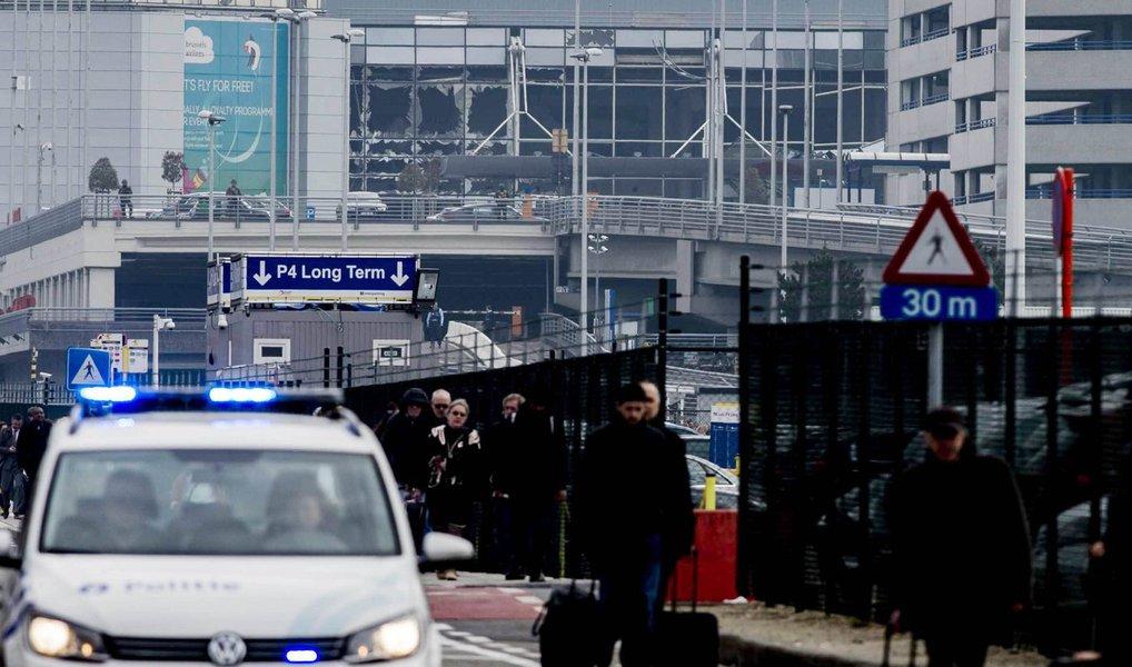"""Em um comunicado em que reivindica a autoria dos ataques em Bruxelas, que deixaram ao menos 34 mortos, o grupo extremista Estado Islâmico ameaça realizar ataques """"mais duros e mais amargos"""" contra os países que combatem os jihadistas; """"Uma célula secreta de soldados do califado lançou-se contra a cruzada Bélgica que não cessou de combater o Islã"""", diz o texto, divulgado em francês e em árabe"""