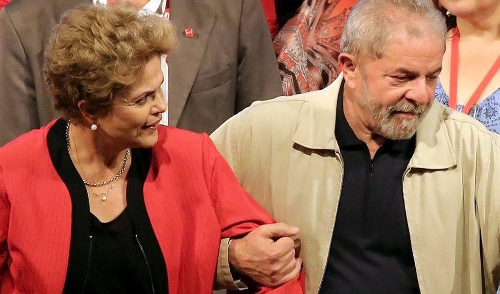 Presidente Dilma Rousseff e o ex-presidente Lula estão reunidos nesta manhã para retomar as conversas sobre a possível nomeação de Lula para um dos ministérios do governo; além de Dilma e Lula, foram vistos entrando no Palácio da Alvorada nesta manhã os ministros Jaques Wagner (Casa Civil) e Nelson Barbosa (Fazenda); ministro da Educação, Aloizio Mercadante, que foi citado pelo senador Delcídio do Amaral em delação premiada, também foi para o Alvorada na manhã desta quarta