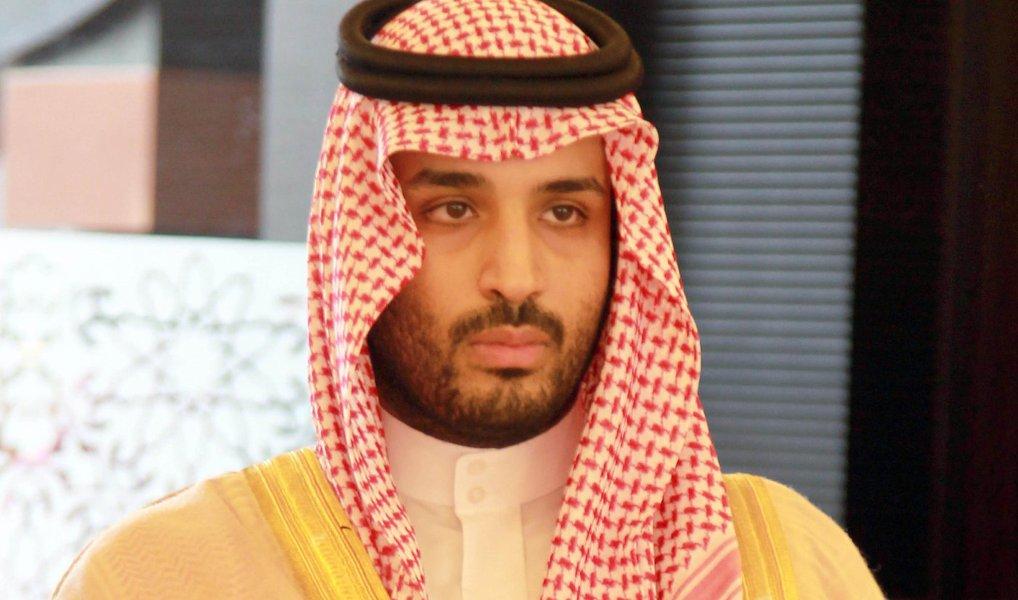 """Vice-príncipe herdeiro da Arábia Saudita, Mohammad bin Salman, negou qualquer possibilidade de o seu país entrar em confronto armado com o Irã, apesar da gravidade das tensões entre as duas potências regionais; Quem estiver procurando isso não está em seu juízo perfeito, pois uma guerra entre Arábia Saudita e Irã seria o início de uma grande catástrofe na região, que iria refletir profundamente no resto do mundo. Certamente, nós não vamos permitir esse tipo de coisa"""", afirmou o príncipe em entrevista ao The Economist"""