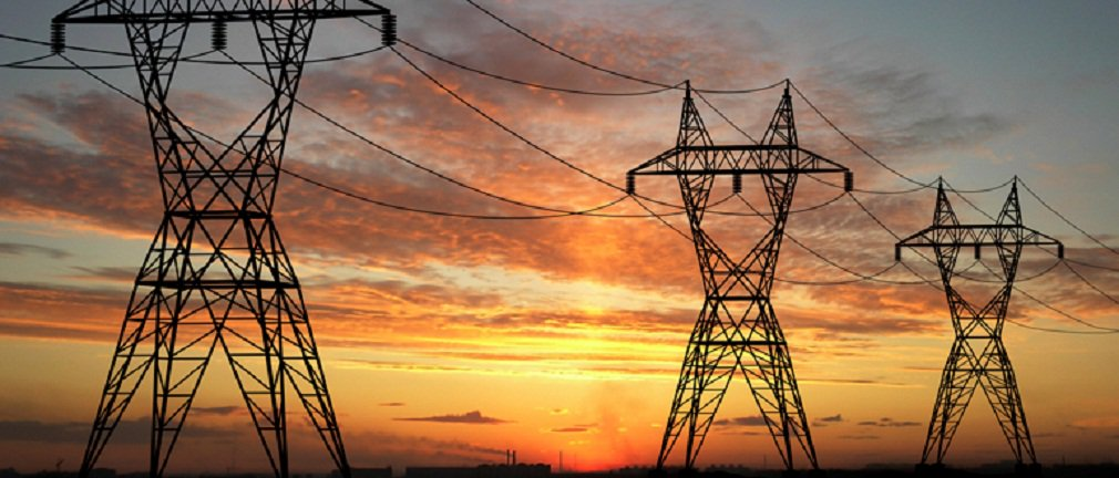 Tarifa de energia elétrica foi uma das vilãs da inflação em 2015, com alta de 49% no IPCA entre janeiro e outubro; falta de chuvas, que reduziu o nível de água nos reservatórios das hidrelétricas e obrigou o acionamento de usinas termelétricas, foi um dos principais fatores para o aumento do custo da energia; cenário deve melhorar para este ano; estudo da UFRJ mostra que as tarifas em 2016 tendem a subir em níveis próximos aos da inflação porque a situação hidrológica deverá ser melhor e poderá haver aumento da oferta de energia, com a entrada em funcionamento de novos empreendimentos de geração