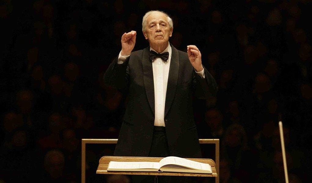 """Considerado um dos maiores nomes da música clássica contemporânea, ocompositor e maestro francês Pierre Boulez morreu, aos 90 anos, em Baden-Baden, na Alemanha, onde vivia, revelouPhilhamornie de Paris;""""A presença dele continuará viva e intensa para todos os que o conheciam e gostavam da energia criativa, da exigência artística, da disponibilidade e da generosidade"""", afirma a família de Pierre Boulez no comunicado"""