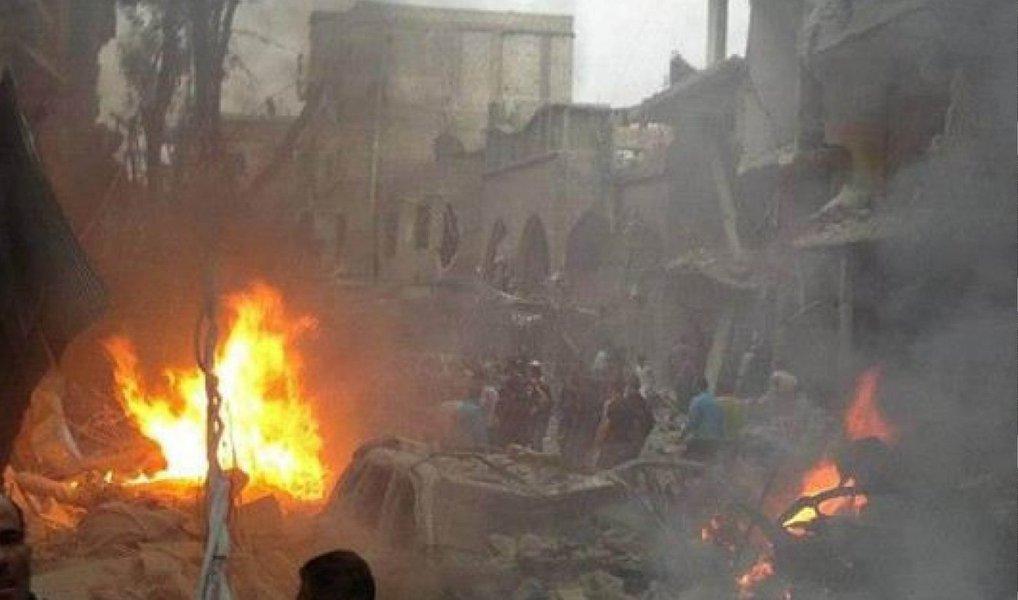 Na Síria, um ataque ocorreu perto de Manai, atingindo um uma unidade tática do Estado Islâmico e destruindo quatro edifícios do Estado Islâmico e um veículo, disse a Força-Tarefa Combinada Conjunta neste domingo; coalizão também atacou alvos próximos a Deir al Zor, Ayn Isa, e Washiyah