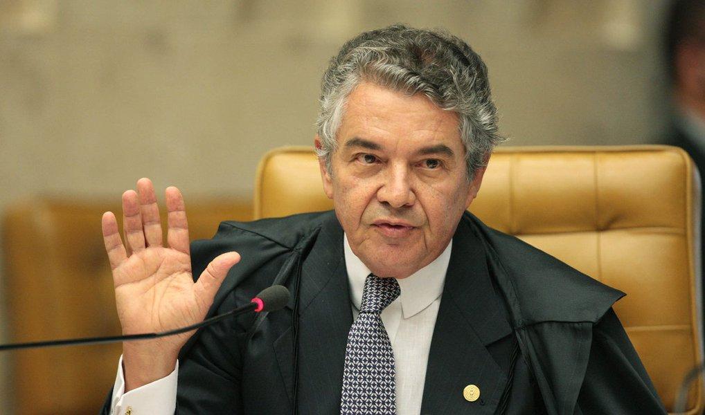 """O ministro Marco Aurélio, do Supremo Tribunal Federal (STF), disse nesta quinta (10) que a Corte não vai fixar critérios sobre o procedimento de impeachment da presidente Dilma Rousseff no Congresso; ele também defendeu uma decisão rápida do colegiado; """"A inicial [petição] é muito séria e não se pede que o Supremo fixe critérios, não é isso. O Supremo vai sopesar a Constituição, Lei 1.079 e Regimento Interno [da Câmara] e revelar o que prevalece. Nós não estaremos legislando, nós estaremos definindo a supremacia da Constituição Federal"""", avaliou"""