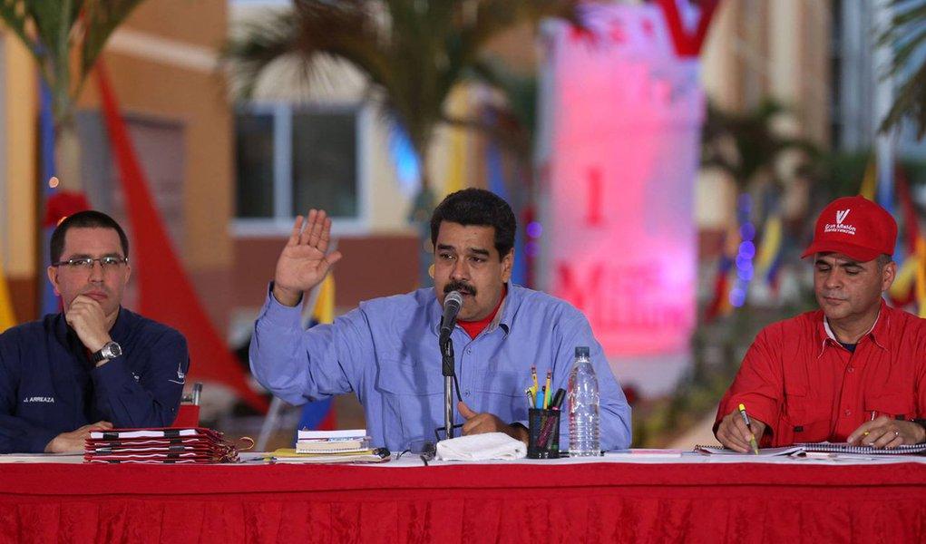 """O presidente da Venezuela, Nicolás Maduro, anunciou que está concluindo um plano de emergência econômica para ser aprovado pelo novo Parlamento (de maioria oposicionista); """"Estamos elaborando planos específicos por rubricas, o plano do arroz, do leite, da carne, de artigos de limpeza, de consumo massivo e de necessidade popular, garantindo os planos financeiros"""", afirmou"""