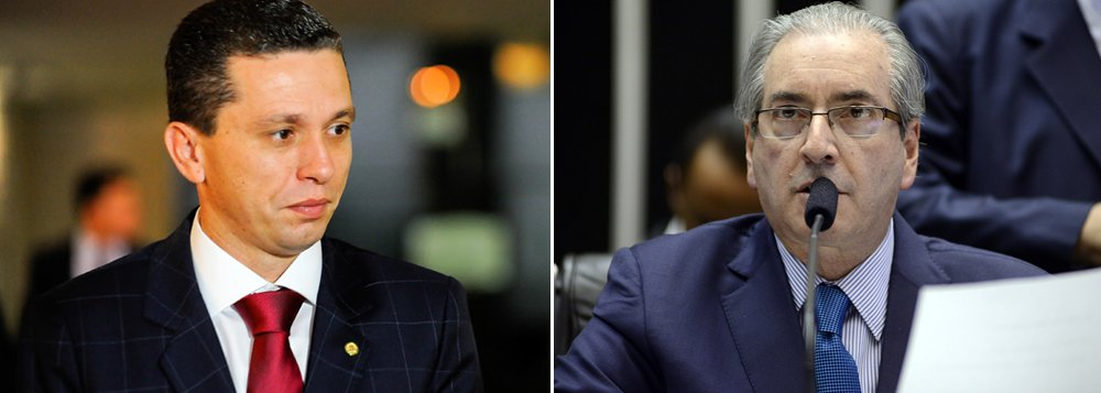 Ministro Luís Roberto Barroso, do Supremo Tribunal Federal (STF), negou o mandado de segurança do presidente da Câmara, Eduardo Cunha, pedindo a substituição do relator do seu processo de cassação no Conselho de Ética da Casa, o deputado Fausto Pinato (PRB-SP); a negativa de Barroso se deu, segundo ele, por não se tratar de questão constitucional;a votação do parecer preliminar de Pinato foi remarcada para hoje, às 13h30