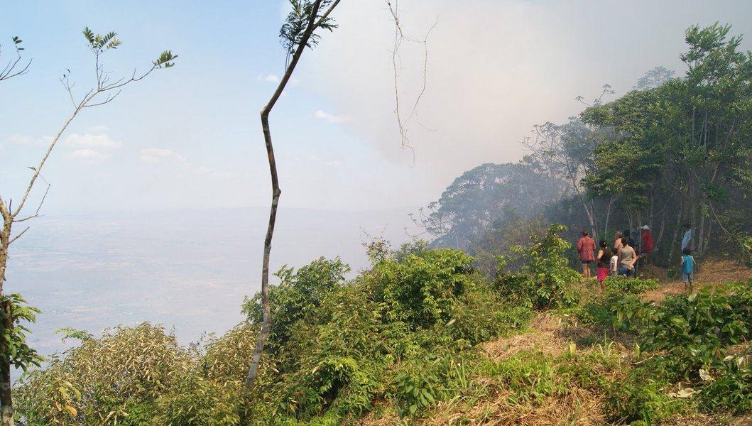 O incêndio na Ibiapaba não atingiu áreas habitadas nem propriedades particulares. Bombeiros de Fortaleza esão indo reforçar o trabalho que já envolve asguarnições de Sobral e Marco e da equipe Prevfogo, do Instituto Brasileiro do Meio Ambiente e dos Recursos Renováveis (Ibama)